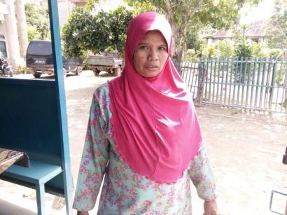 Dua Bulan Setelah Dipotret, Emak ini Tak Terlihat Lagi Batang Hidungnya