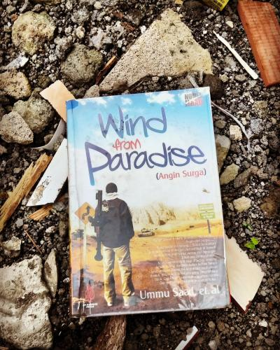 """Review Buku """"Winds from Paradise"""""""