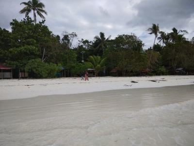 Merasakan Pasir Terhalus di Asia di Pantai Ngurbloat