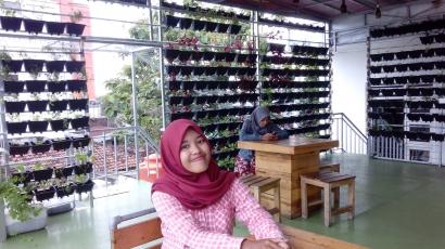 """Lasem Sky Garden Cafe Mengolah """"Green Wall"""" Menjadi Makanan Sehat"""