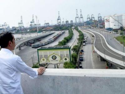 Ketika Embah Sedang Cemburu dengan Tol Pak Jokowi