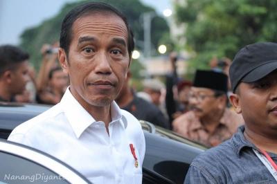 [Foto] Warga Histeris Saat Kunjungan Presiden Jokowi di Ponorogo