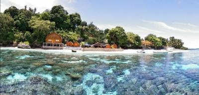 Pesona Nusa Ela Resort di Pulau Tiga, Maluku Tengah