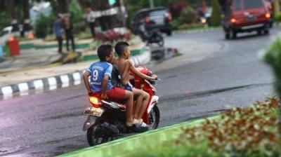 Fenomena Anak-anak Mengendarai Motor Tanpa Helm