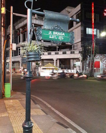 Trotoar Jalan Braga