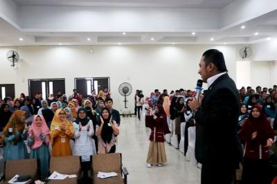 Ratusan Mahasiswa UMSU Termotivasi, Global Vibe Inspiration Ajak Pemuda Ubah Mindset tentang Bahasa Inggris