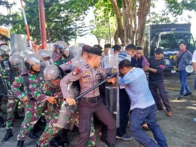 Polri-TNI Gagalkan Aksi Massa Tuntut Turunkan Ketua KPU Bantaeng