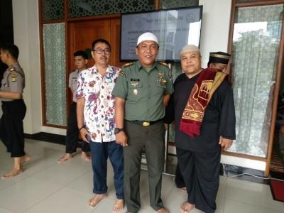 Jalin Silaturahmi Ulama & Umaro, Danramil 03/GP Ikuti Safari Sholat Jumat di Masjid Al-Muchlishin