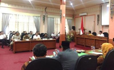 """Celoteh """"Kosong"""" Senator Lampung di Cirebon"""