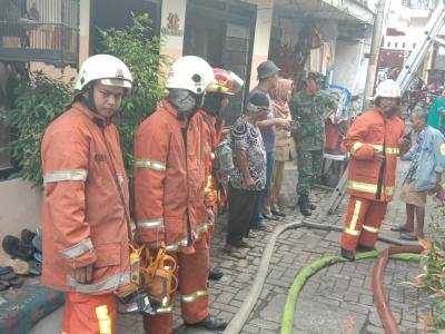 Koramil Genteng Gandeng Damkar Simulasi Bahaya Kebakaran