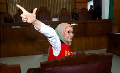 Emak Pepes Dipuji, Ratna Sarumpaet DiBully