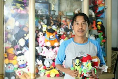 Pelopor UMKM Boneka Asli Indonesia dari Desa Ciherang Pondok