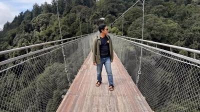 Sensasi Menegangkan Jembatan Gantung Terpanjang di Asia Tenggara