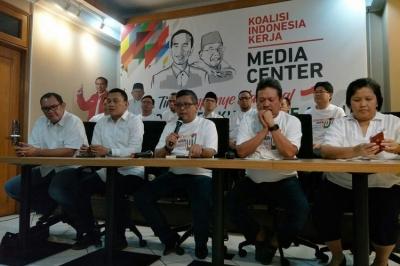 Unggul Hasil Survei, Bukan Berarti Elektabilitas Jokowi-Ma'ruf Tak Bisa Tergerus!