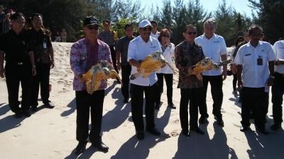 Menpar Arief Yahya Ganti Jokowi Tinjau Pantai Timur Sungailiat
