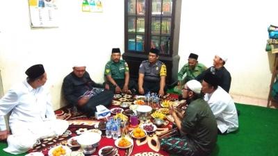 Jalin Silaturahmi, Babinsa dan Bhabinkamtibmas Robayan Hadiri Pengajian