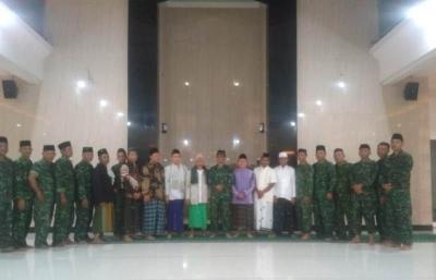 Pererat Silaturahmi Danramil 0815/06 Kemlagi Shalat Tahajud bersama Warga