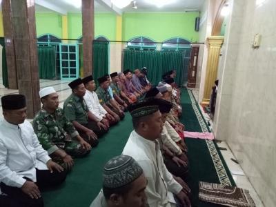 Koramil 0815/11 Pungging Shalat Tahajud Bersama Warga