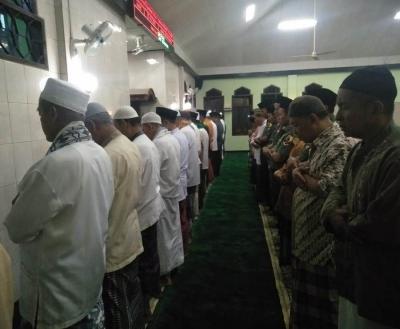 Shalat Tahajud Bareng Jama'ah Masjid IPHI Ar-Roudloh, Ini Pesan Dandim 0815