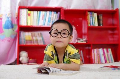 3 Cara Hindari Anak Berkacamata dengan Tata Ruang Lingkungan Anda