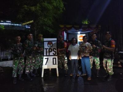 Ciptakan Pemilu Aman, Babinsa Koramil 03/GP dan Menarhanud 1/F Cek TPS Wilayah Kemanggisan