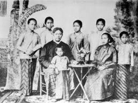 Kartini, Perempuan Jawa Progresif dan Liberal yang Tak Kunjung Kita Kenal