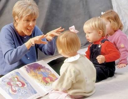 Cara Menanamkan Budaya Baca Sejak Dini di Tengah Keluarga