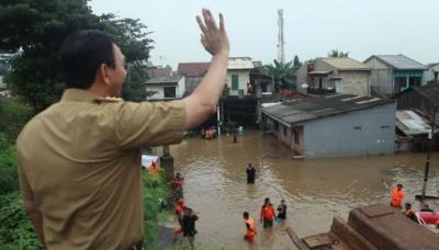 Banjir DKI: Ahok Djarot Cari Solusi, Anies Cari Alasan