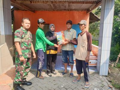 Babinsa Koramil 0815/04 Puri Kawal Distribusi Benih Jagung