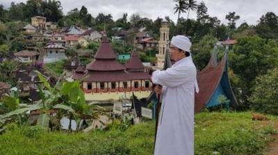 Prabowo atau Jokowi Harusnya Bangga