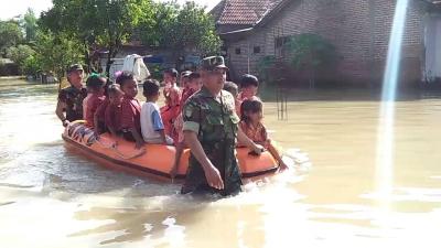 Koramil 0815/08 Dawarblandong Siaga Banjir di Mojokerto
