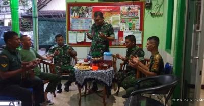 Jalin Soliditas, Danramil 03/GP Bukber dengan Anggota dan Warga