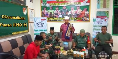 Harmonisnya Danramil 03/GP Buka Puasa bersama Anggota dan Ulama