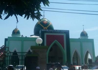 Masjid Itu Tempat Ibadah, Bukan Sebagai Tempat Sampah