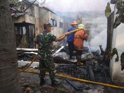 Serda Awaludin Padamkan Kebakaran di Kemanggisan