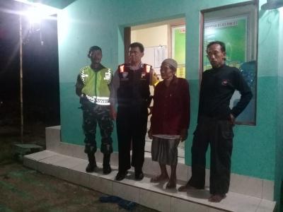 Sinergitas Babinsa dan Bhabinkamtibmas Tritis Patroli Cek Pos Kamling