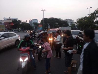 Peduli Sosial, Ini yang Diberikan Toyota Mania Jakarta Raya kepada Pengendara di Kawasan Pluit