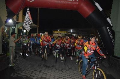 Gowes Night Riding Berbagi Berkah Ramadhan