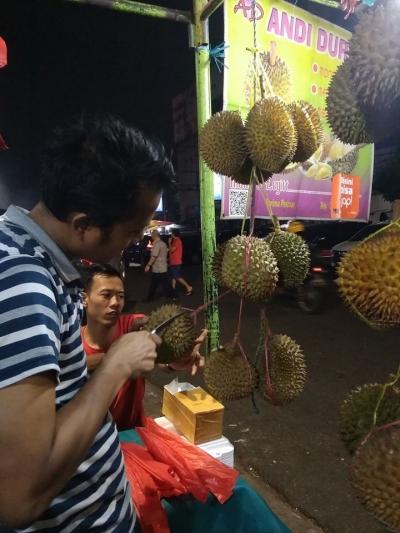 Mendadak Makan Durian, Pasang Surut Pengusaha Musiman Gunakan Pembayaran Scan QR