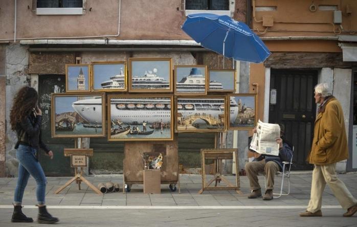 Karya Terbaru Banksy Dipamerkan di Venesia, Mengkritik Pariwisata dan Kerusakan Lingkungan