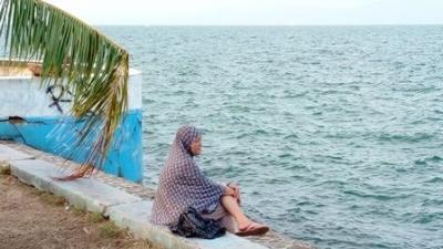 Ngabuburit Menikmati Angin Laut dan Deburan Ombak