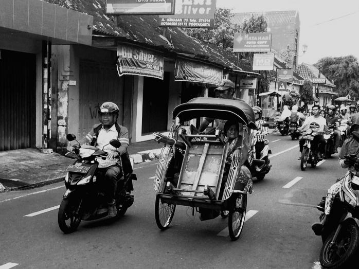 Elegi Rupiah Rayap: Tukang Becak Vs Everyone