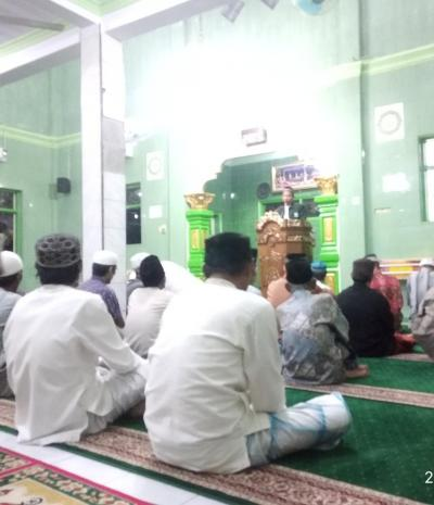 Jamaah Masjid Nurul Hidayah Maccini Kidul Antusias Simak Ceramah Kisah Ulama Besar Imam Al Gazali dan Muridnya
