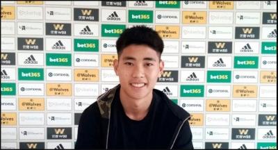 Hong Wan Resmi Menjadi Pemain Termuda Wolverhampton