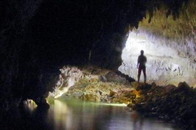 Menyusuri Gua Terpanjang di Pulau Enggano