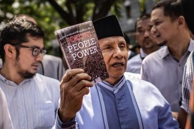 """Amien Rais dalam People Power """"Enteng-entengan"""" dan Jejak Perebutan Kekuasaan"""