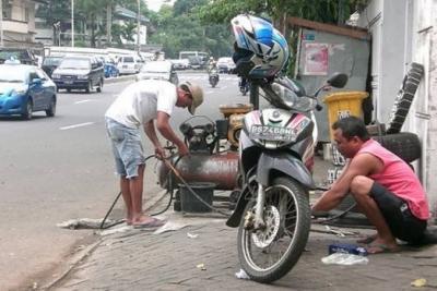 Bengkel Motor dan Ban Tubles Siaga 24 Jam Jelang Mudik