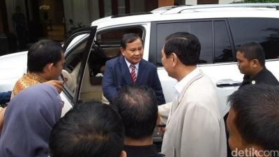 Prabowo Kabur, Isu Tak Bermutu dan Menggelikan