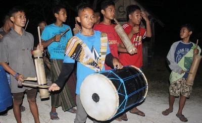 Lestarikan Tradisi Tongtek
