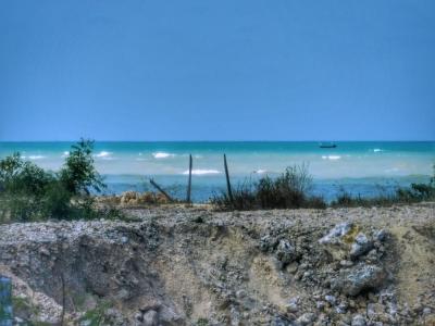 Menikmati Laut Tiga Warna di Sepanjang Selat Madura